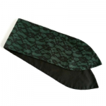handgemaakte haarvband in vintage inspired style van groene en zwarte katoen met zwart kant en aludraad